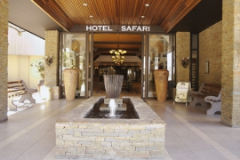 hotel-safari-entrance-day-